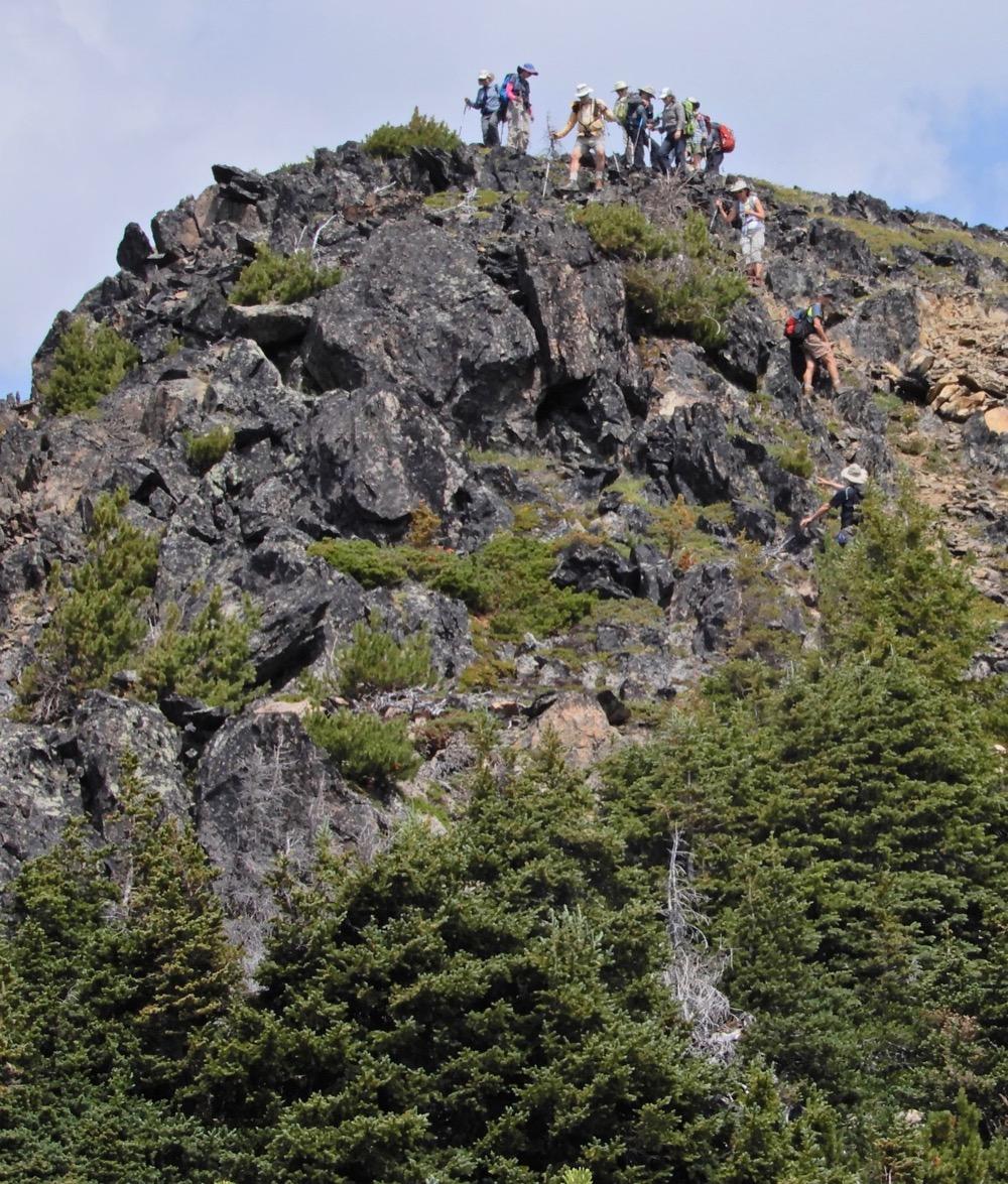 ©Denis Laplante - Scrambling down from Standard Ridge towards Cirque Lake