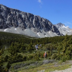 "Hikers starting for ""Snowy Peak"" © Denis Laplante"
