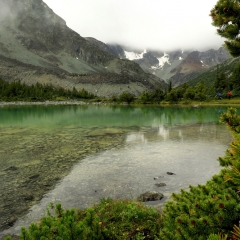 Backcountry tarn behind Goat Ridge © Gail Newell