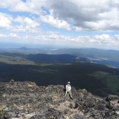 Linda on top of Ridge Peak © Sabina Harpe